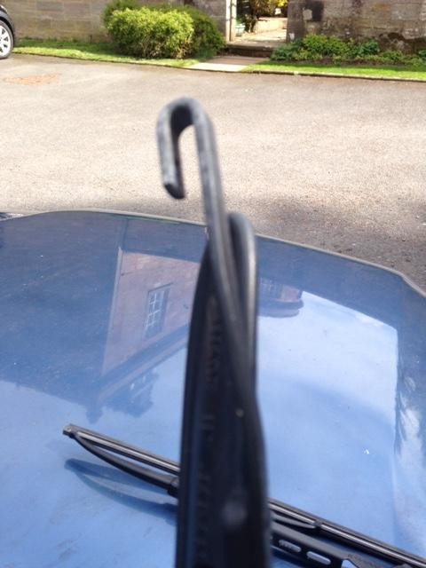 Forester_07 driver side wiper arm.JPG